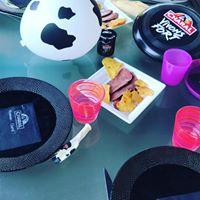 Déco de table avec goodies et rôti froid