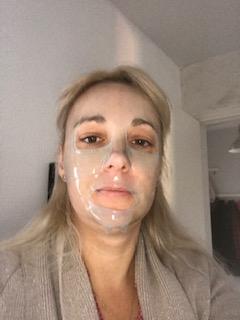 La pose du masque, oui je sais je suis très à mon avantage