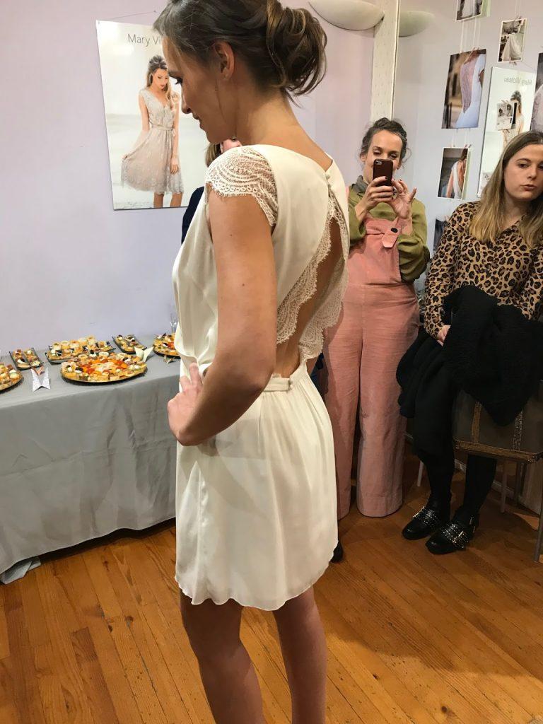 Dos robe très courte