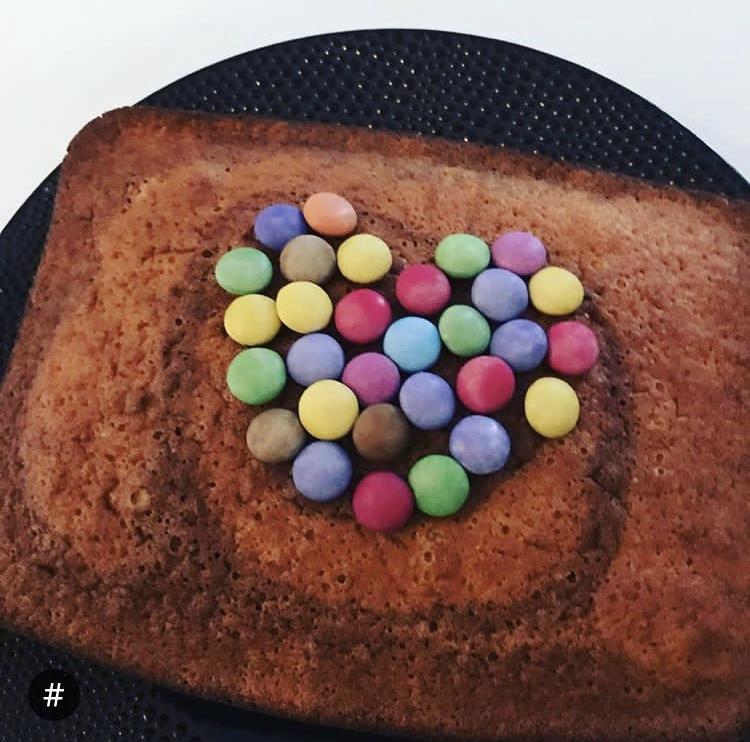 Décoration de gâteau avec Smarties