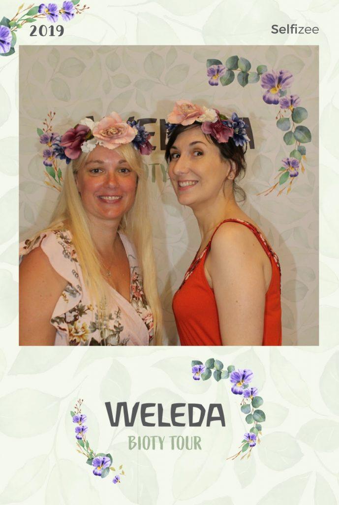 Photo souvenir avec Théodora ; la blonde et la brune en duo