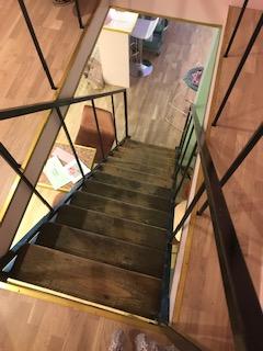 Escalier qui permet d'accéder à la salle d'épilation