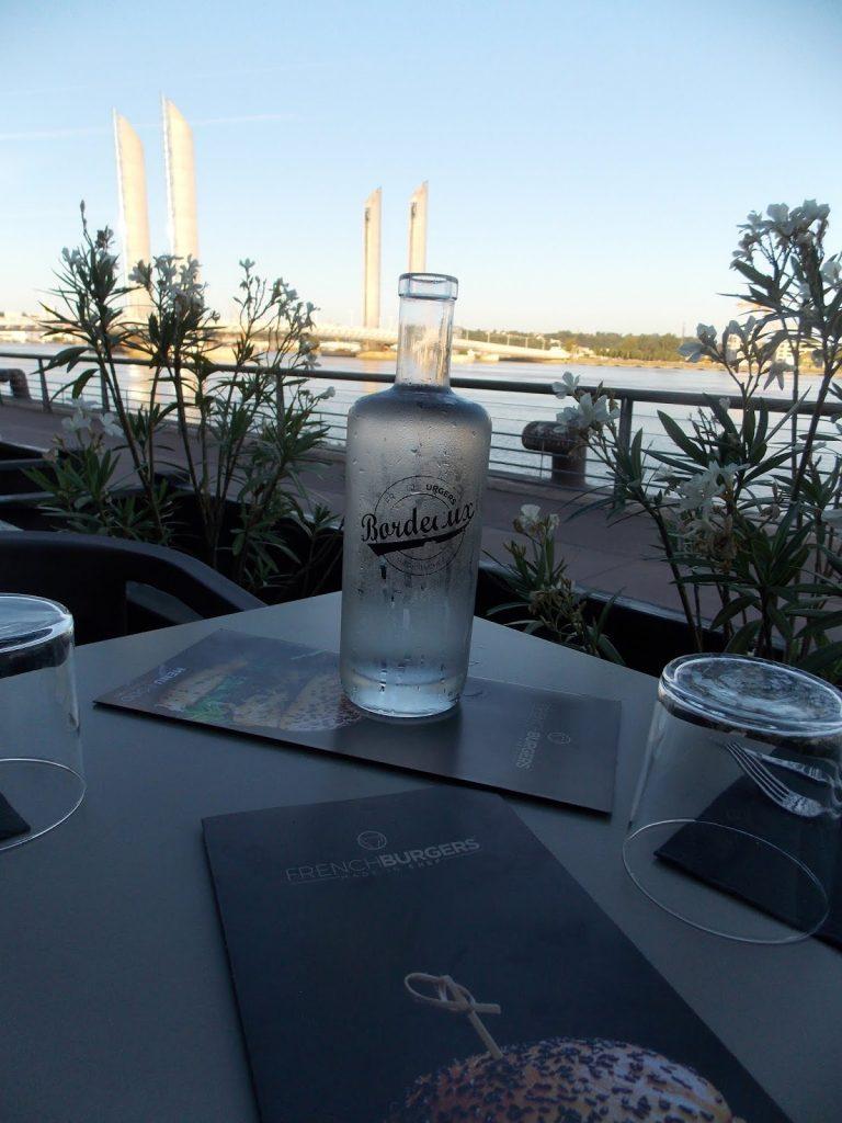 Notre table avec une vue très sympa