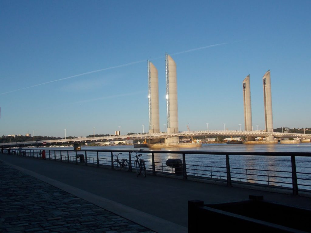 Vue sur le pont Chaban