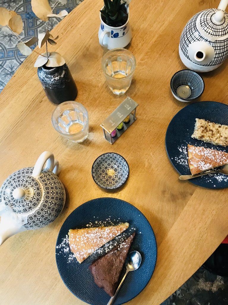 Notre table : nous avons chacune pris des demi-parts pour pouvoir goûter a toutes les douceurs proposées.