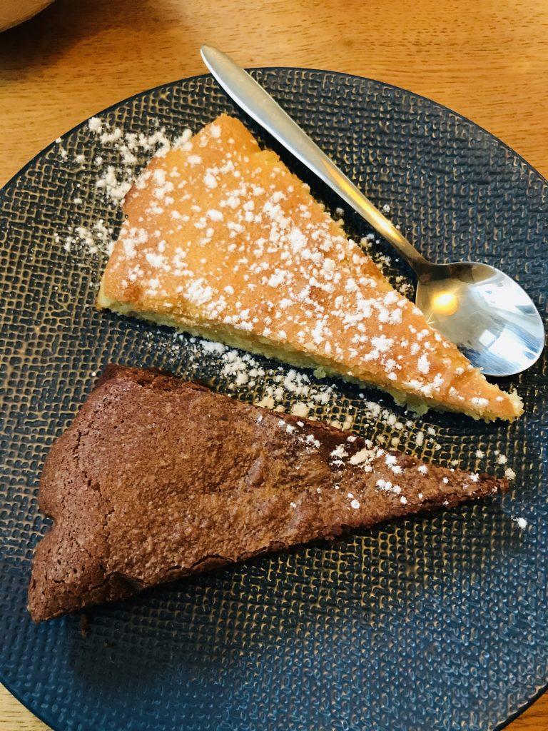 Mes demi-parts de gâteau proposé  par la douce parenthèse : le le moeulleux chocolat et le namandier.