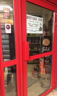Porte d'entrée de la boutique Jock.