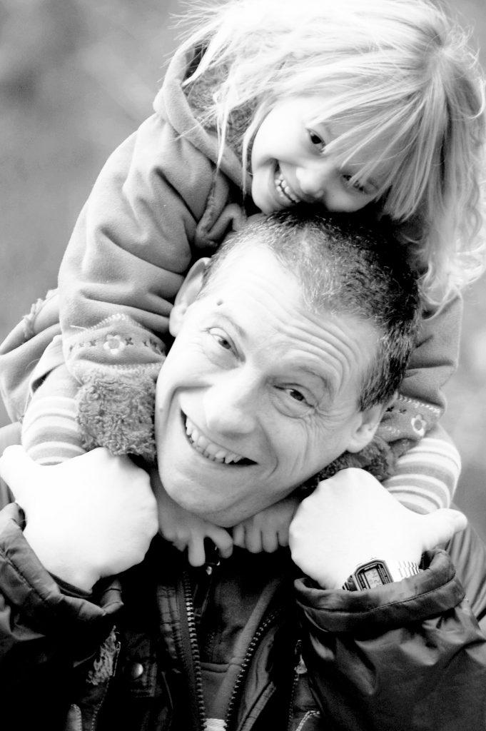 Fiona et son papa, la petite étoile de la maladie de Fanconi.